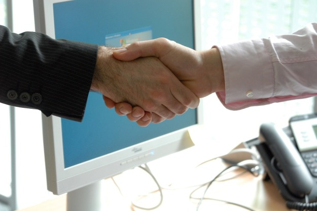 handshake-440959_960_720